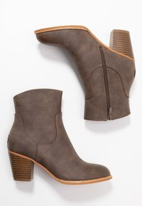 Refresh - Classic ankle boots - brown - 3