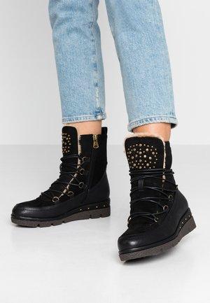 Kotníkové boty na platformě - black
