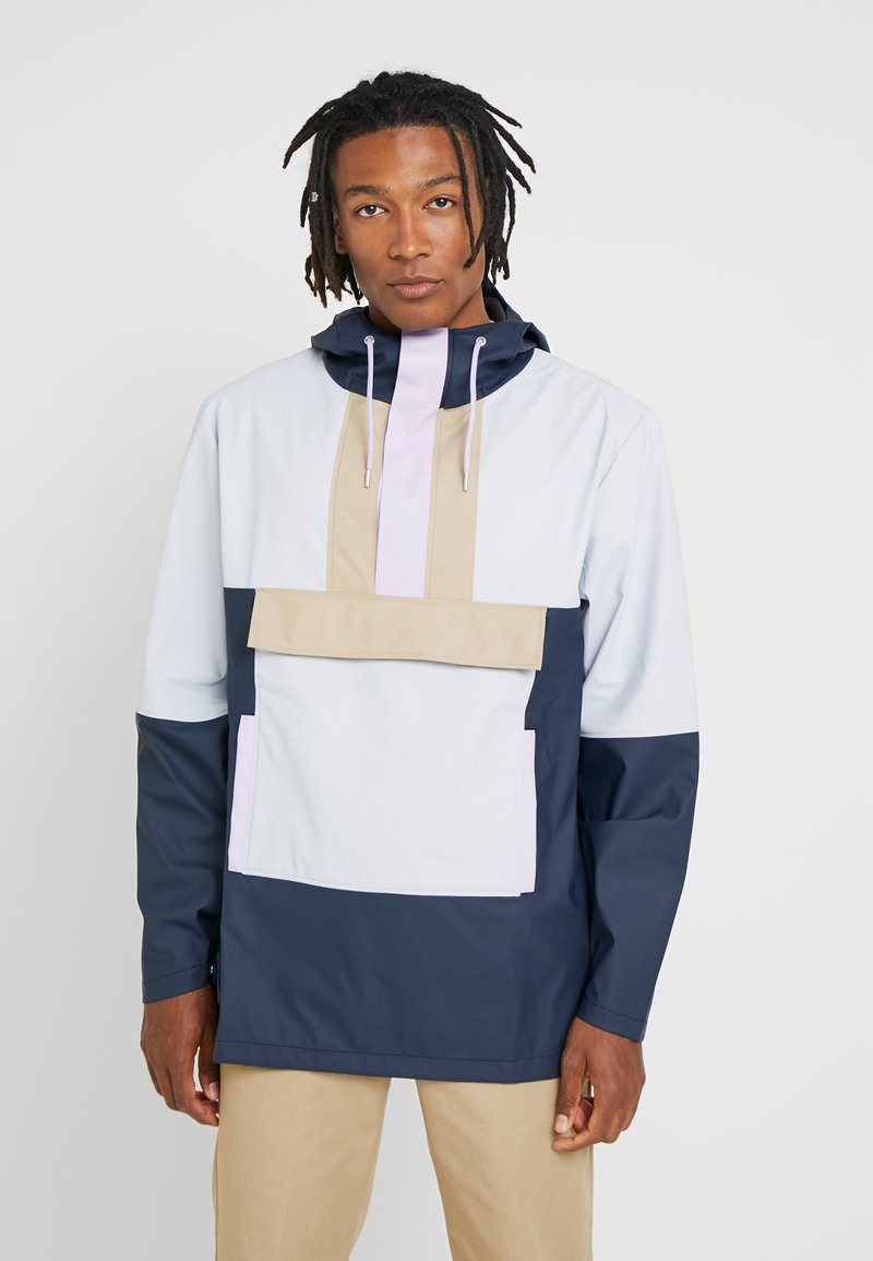 Rains - LIMITED EDITION COLOR BLOCK ANORAK - Waterproof jacket - blue/ice grey