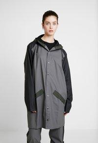 Rains - LIMITED EDITION COLOR BLOCK LONG - Regenjas - charcoal/black - 3