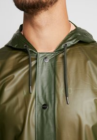 Rains - UNISEX HOODED COAT - Impermeabile - foggy green - 6