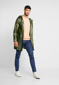 Rains - UNISEX HOODED COAT - Impermeabile - foggy green - 1