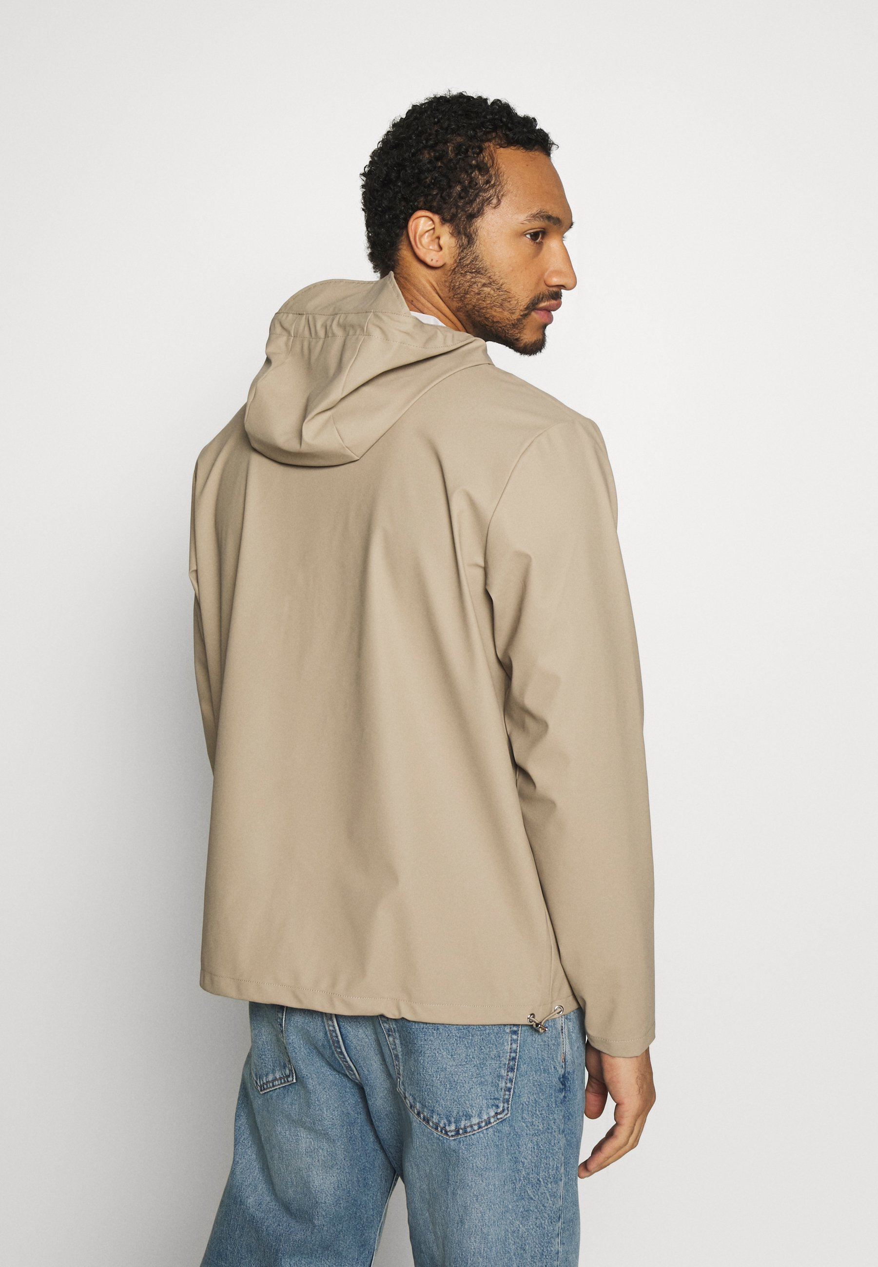 Rains SHORT HOODED COAT - Regnjakke - beige