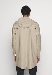 Rains - UNISEX LONG JACKET - Vodotěsná bunda - beige - 2