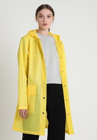 Rains - HOODED COAT - Regenjas - foggy yellow - 0
