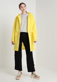 Rains - HOODED COAT - Regenjas - foggy yellow - 1