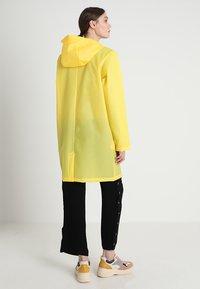 Rains - HOODED COAT - Regenjas - foggy yellow - 2