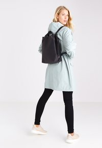 Rains - SHIFT BAG - Rygsække - black - 1