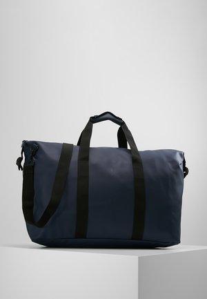 WEEKEND BAG - Weekendtasker - blue