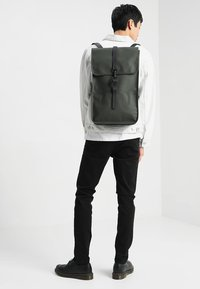 Rains - BACKPACK - Sac à dos - green - 1
