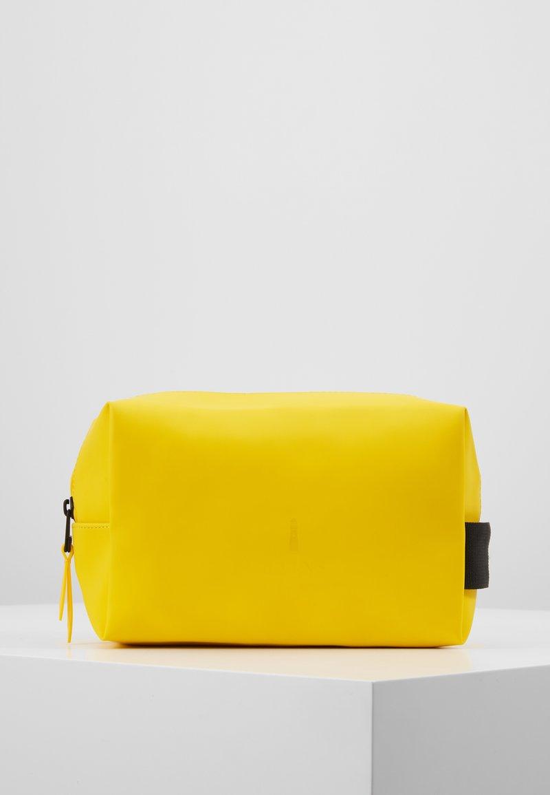 Rains - WASH BAG SMALL - Kosmetiktasche - yellow