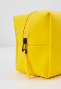 Rains - WASH BAG SMALL - Kosmetiktasche - yellow - 2