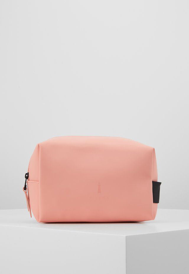 WASH BAG SMALL - Trousse - coral