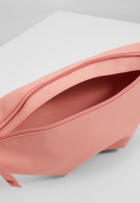 Rains - BUM BAG MINI - Heuptas - coral - 5