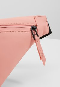 Rains - BUM BAG MINI - Heuptas - coral - 2