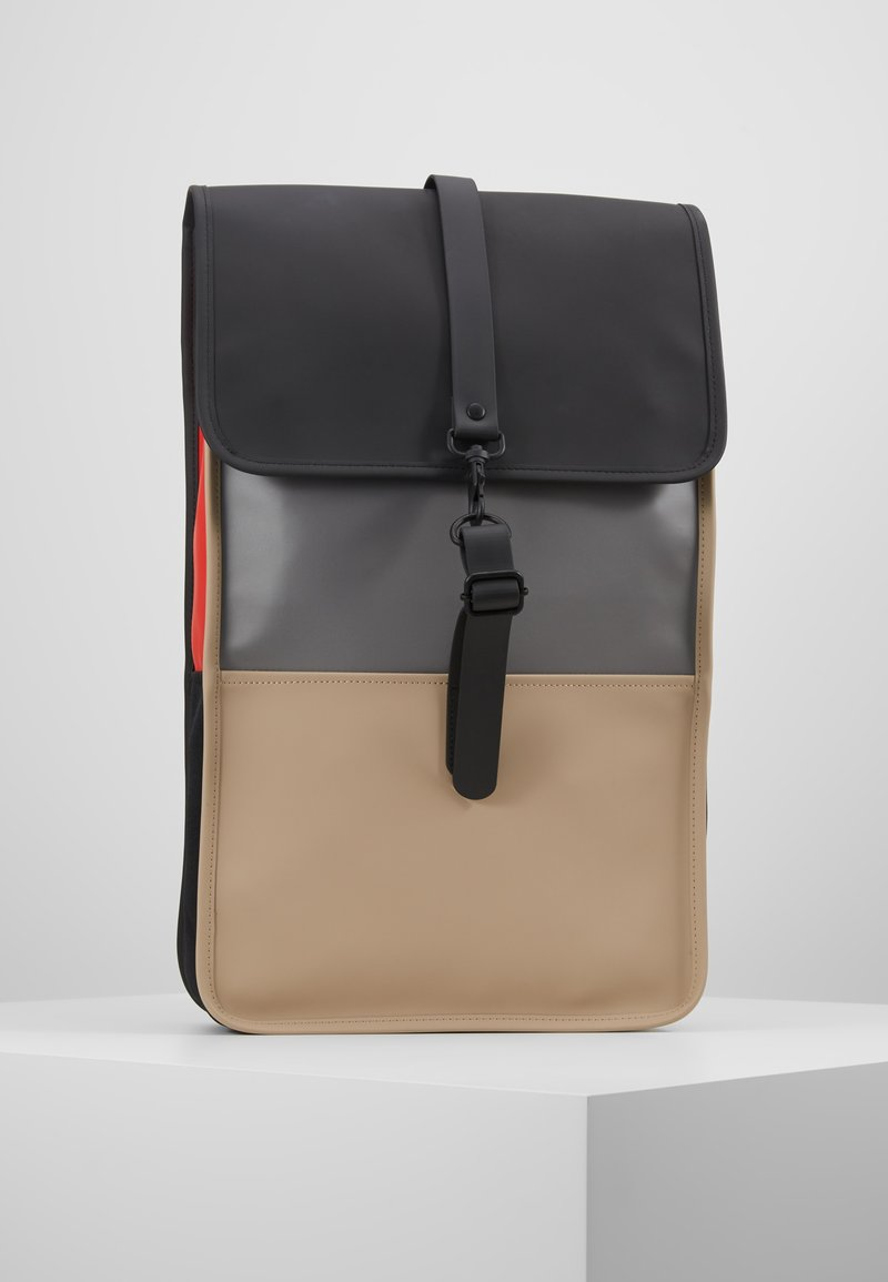 Rains - COLOR BLOCK BACKPACK - Batoh - black/beige