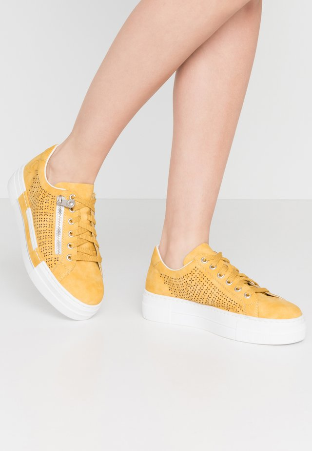 Sneakers - sonne
