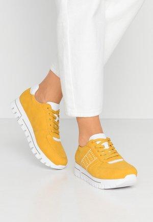 Sneakers laag - gelb/weiß