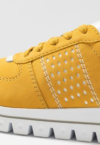 Rieker - Baskets basses - gelb/weiß - 2