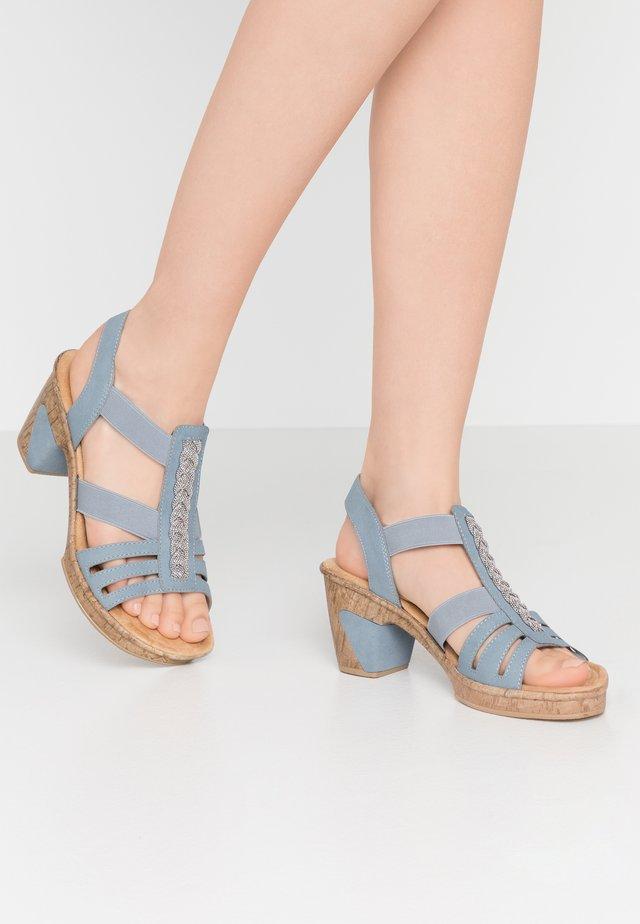 Korkeakorkoiset sandaalit - azur