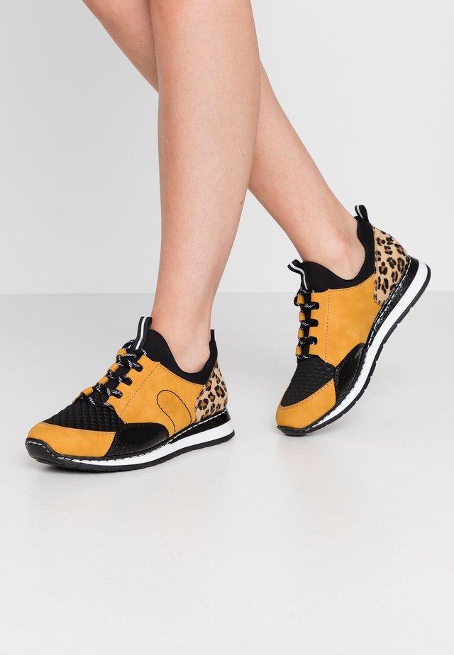 Sneakers - honig/schwarz/natur