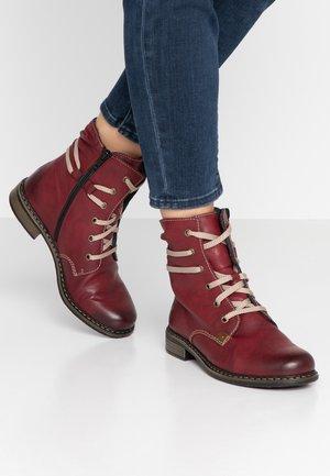 Šněrovací kotníkové boty - wine/mogano