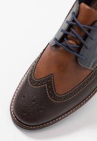 Rieker - Šněrovací boty - kastanie/peanut/pazifik - 5