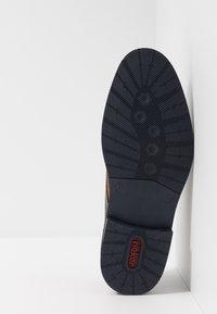 Rieker - Šněrovací boty - kastanie/peanut/pazifik - 4