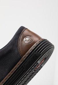 Rieker - Volnočasové šněrovací boty - navy/mogano - 5