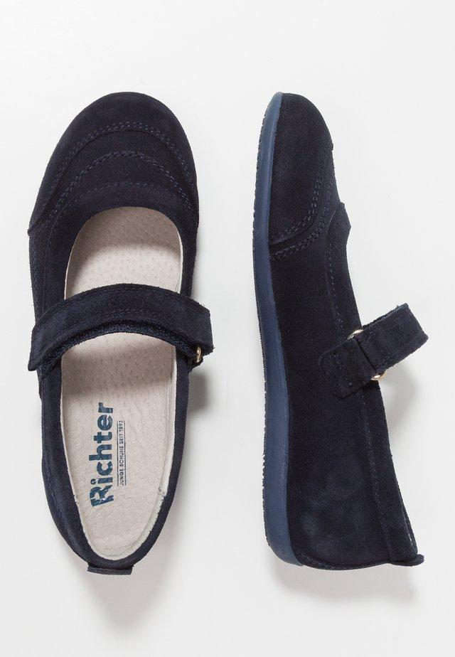 Ankle strap ballet pumps - atlantic
