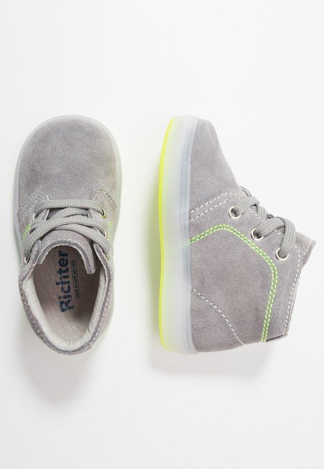 Lær-at-gå-sko - stone