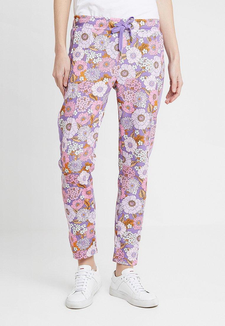 Rich & Royal - PRINTED PANTS - Jogginghose - purple