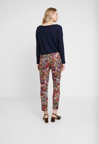 Rich & Royal - PANTS PRINTED - Bukse - cherry red - 2