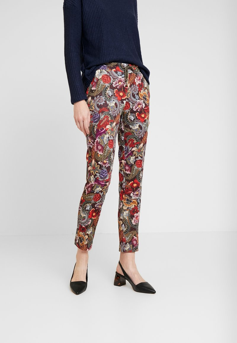 Rich & Royal - PANTS PRINTED - Bukse - cherry red