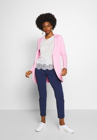 Rich & Royal - PANTS WITH TURNUP - Bukse - deep indigo - 1