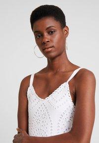 Rich & Royal - DRESS WITH EMBROIDERY ANGLAISE - Denní šaty - white - 3