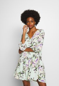 Rich & Royal - DRESS WITH FLOWER PRINT - Kjole - jade mint - 0