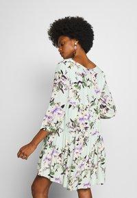 Rich & Royal - DRESS WITH FLOWER PRINT - Kjole - jade mint - 2