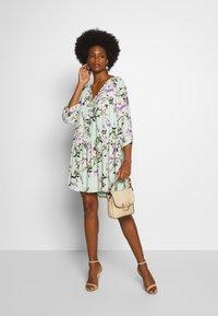 Rich & Royal - DRESS WITH FLOWER PRINT - Kjole - jade mint - 1