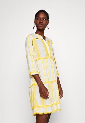 DRESS EMBROIDERED - Korte jurk - spring gold