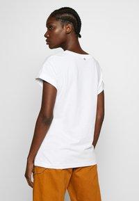 Rich & Royal - BOYFRIEND - T-shirts - white - 2