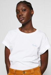 Rich & Royal - BOYFRIEND - T-shirts - white - 3