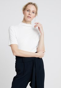 Rich & Royal - FUNNEL NECK - Basic T-shirt - white - 0