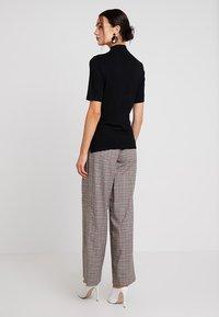 Rich & Royal - FUNNEL NECK - T-shirts - black - 2