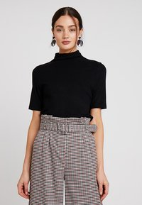 Rich & Royal - FUNNEL NECK - T-shirts - black - 0