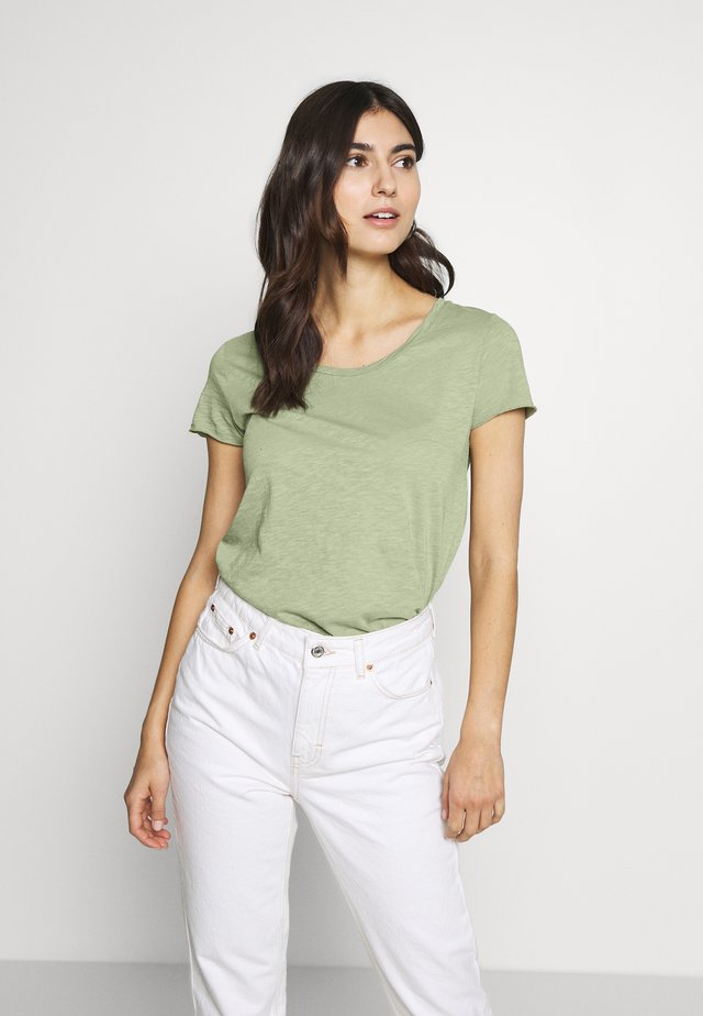 T-shirts - safari green