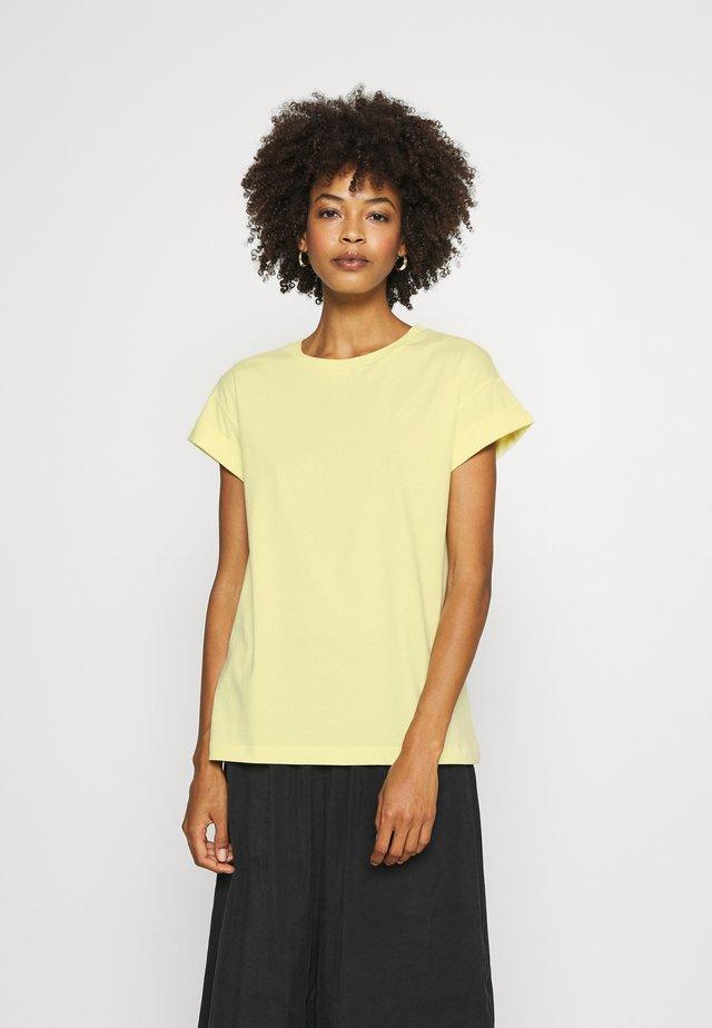 BOYFRIEND COLOURED - T-shirt basique - light lemon