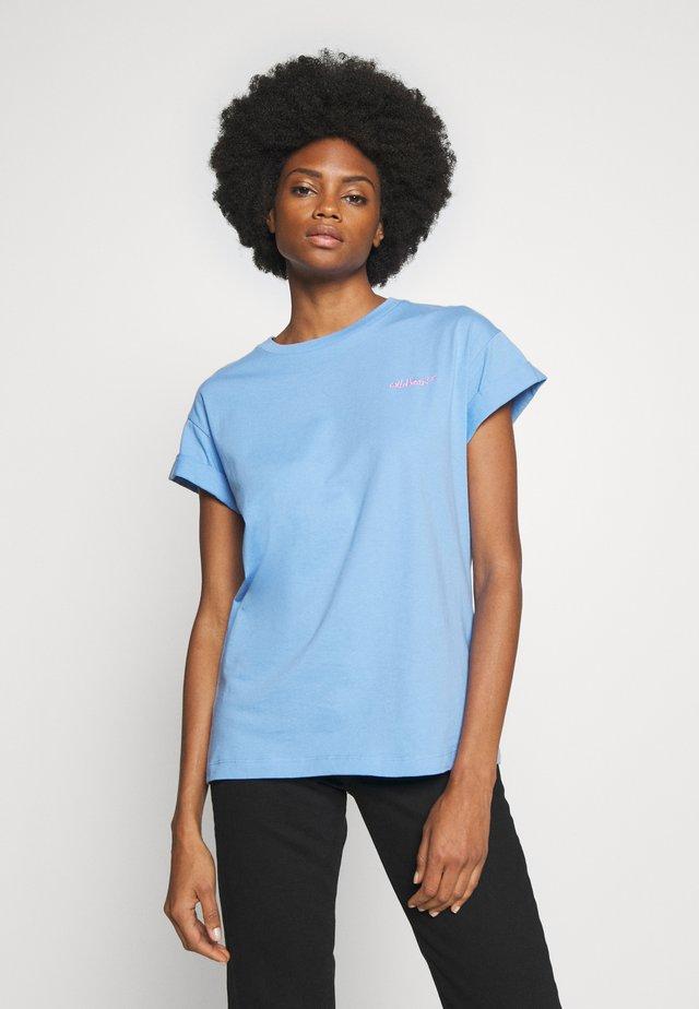 BOYFRIEND COLOURED - Basic T-shirt - spring blue