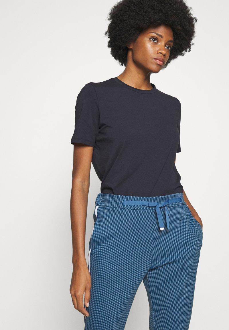 Rich & Royal - ICONIC - T-shirts - deep blue
