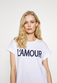 Rich & Royal - L'AMOUR - T-shirts med print - white - 4